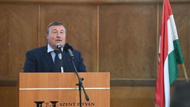 Soron kívül oltották be a gyöngyösi polgármestert