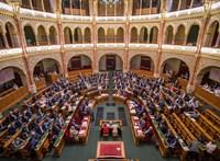 Miniszteri döntéssel emeltek nagyot az államtitkárok fizetésén