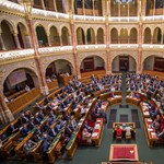 A parlamenti keretek közt alibiző ellenzék úton van az önfelszámolás felé