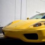 Csökkentett áron sem kell senkinek ez a szuperhosszú Ferrari limuzin