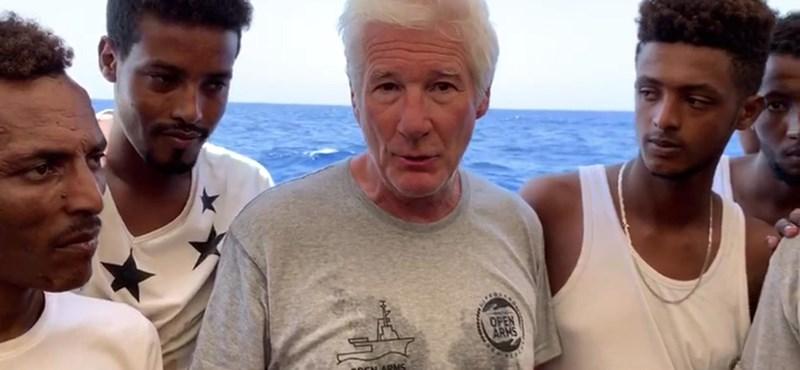 Richard Gere olaszországi nyaralásán menekülteken segített