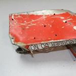 Itt vannak az első fotók a lezuhant gép fekete dobozáról