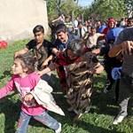 Buszkonvoj érkezett Siklósra a menekültekért
