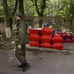 Fotók: tisztességgel temetik el az oroszbarát szakadárokat