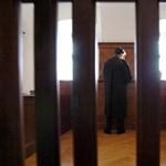 Több mint százmilliós sikkasztással vádolnak egy volt győri ügyvédet