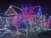Como las películas: dos cuentos de hadas navideños iluminan las calles de Sisorwasi - Vídeo