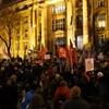 Az Ügyészségnél tüntetnek a képviselők elleni nyomozás miatt