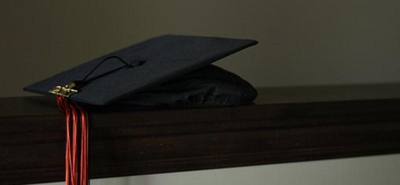 Mennyit ér a diploma forintban? Ennyivel keresnek jobban a végzett hallgatók az átlagbérnél
