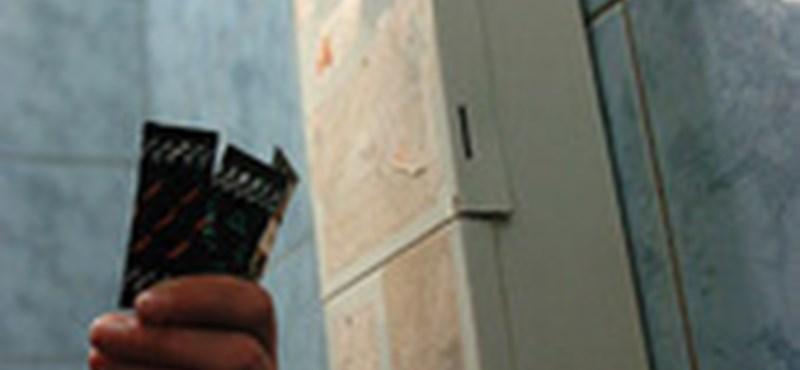 Össztűz az olasz iskolák első óvszerautomatáira