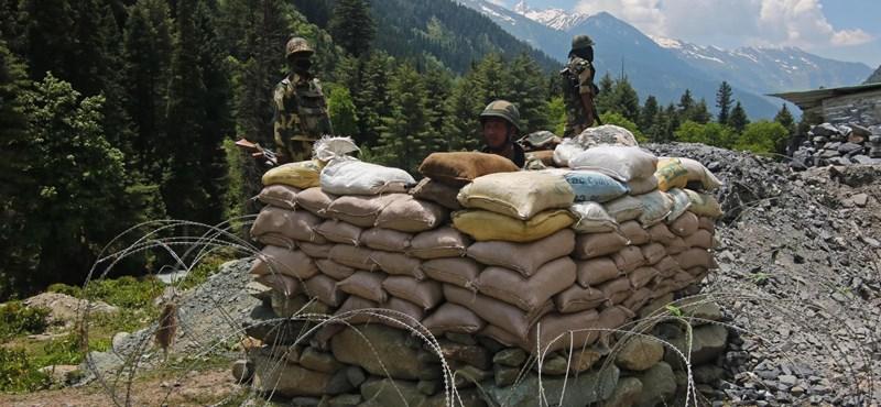 India és Kína is komoly katonai erőt vitt a Himaláján húzódó közös határra