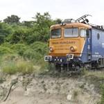 Leállítják a vasúti közlekedést az Érdnél kisiklott mozdony miatt