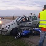 Két motoros bukott a 7-es úton történt balesetben, egyikük meghalt – fotók