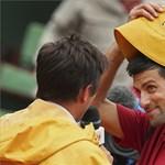 Djokovic óriási Surda-sapkában bohóckodott - fotók