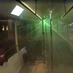 Partybusz lángolt a Deák téren