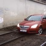 Itt a bizonyíték, hogy az Opel Insignia nem sínautó - videó