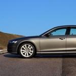 Így áll villámgyorsan gólyalábra az új A8-as Audi balesetkor – videó