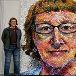 Öko-art: óriásportré műanyag kupakokból