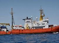 Nem köthet ki Marseille-ben az Aquarius mentőhajó