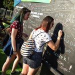 Várakozó és csocsózó diákok, különleges feliratok: így telik a 2019-es Pont Ott Parti