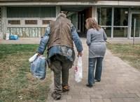 Kormány: több hajléktalan ment be szállóra. Vöröskereszt: többen bújtak el