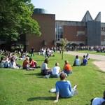 Könnyebben kerülnek be a külföldi diákok a brit egyetemekre?