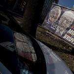 Átragasztja a Jobbik a kormány plakátjait