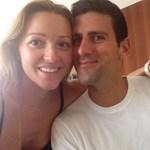 Fotó: Djokovic újdonsült feleségével szelfizik