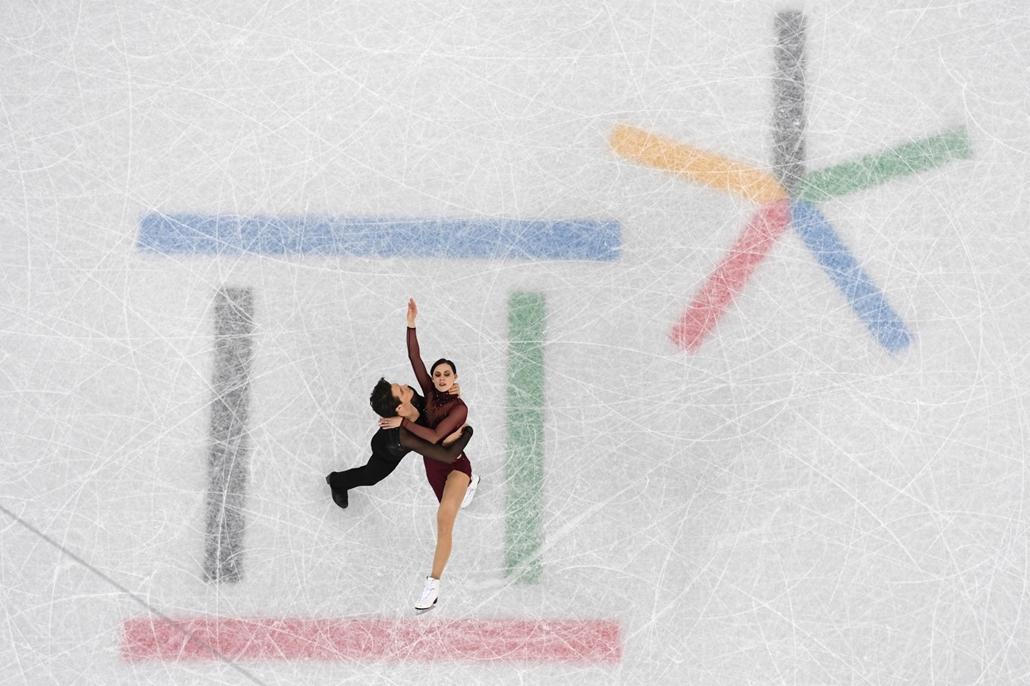 afp.18.02.20. - Phjongcshang, Dél-Korea: A kanadai páros, Tessa Virtue és Scott Moir kűrje a műkorcsolyázók jégtáncversenyén a phjongcshangi téli olimpián Kangnungban 2018 februárjában. - napibest, téli olimpia