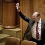 Dacia Logannel hagyta ott hivatalát a felfüggesztett román elnök