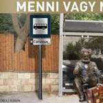 """A nap képe: buszmegállóba """"száműzték"""" a Marx-szobrot a Corvinusról"""