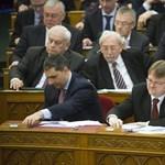 Kósa nem szavazata miatt bukott meg a nem létező kétharmad a parlamentben