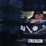 A nap videója: Mi történik, ha egy teljesen nyitott autóval hajtunk autómosóba?