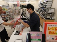 Már Japánban is fizetni kell a műanyag zacskókért