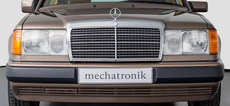 Nem elírás: 378 kilométer van ebben az eladó 29 éves Mercedesben