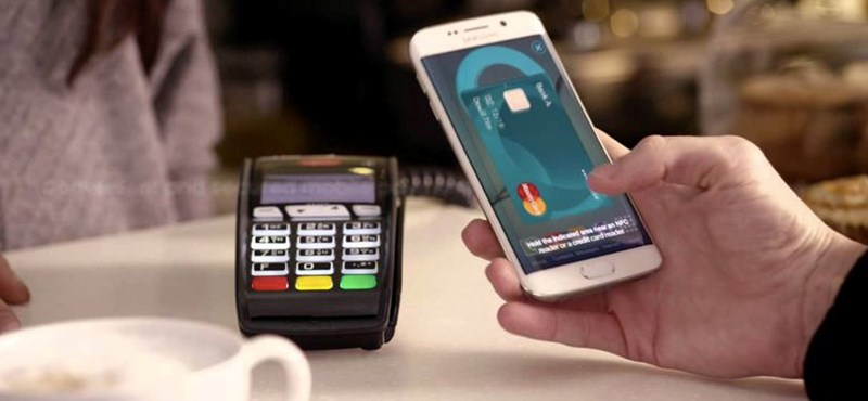 Jön a Samsung-bankkártya