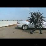 A nap videója: szürreális bollywoodi akciójelenet (videó)