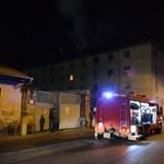 Videó: Tűz volt a Hős utca egyik házában, száz embert költöztettek ki