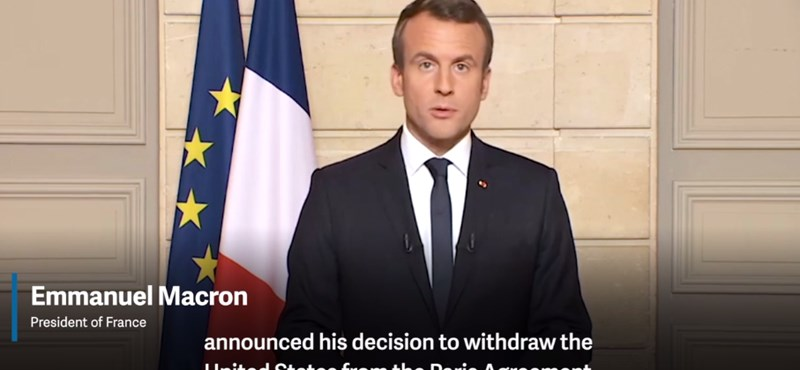 Francia elnök ilyet még nem csinált: Macron angolul osztotta ki Trumpot – videó