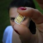 Miért bénáztak eddig a mobilszolgáltatók, ha előre látták, hogy tízezrével kell kikapcsolniuk telefonszámokat szombaton?