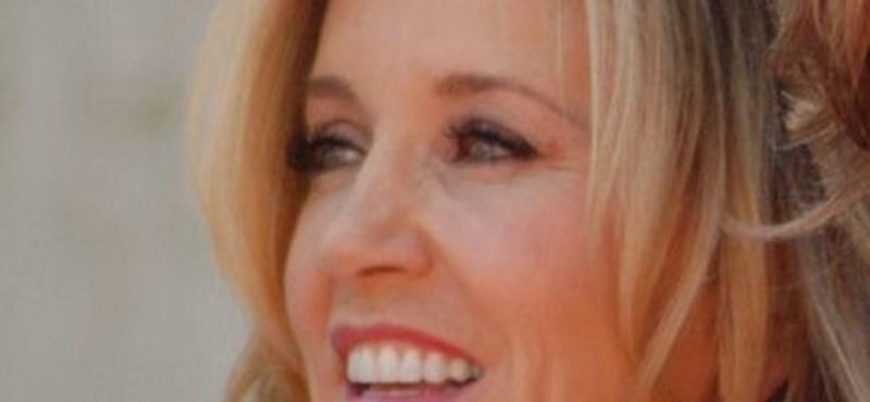 Börtönre ítélték a Született feleségek színésznőjét, mert kenőpénzzel tolta be a lányát egyetemre