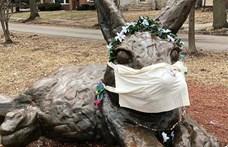 Már a húsvéti nyulak is maszkot kaptak