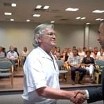 Kihátrál a kórház a vesztegetés miatt elítélt orvos kitüntetéséből