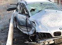 Egy BMW is összetört a 4-es főúton történt karambolban – helyszíni fotók