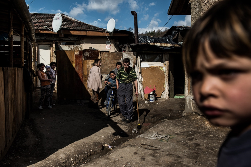 20140326004 - Szlovákiai roma gettók, cigánysorok, fallal elzárt nyomor