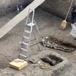 Ókori gyerekcsontvázat találtak egy fürdő medencéjében a Balatonnál