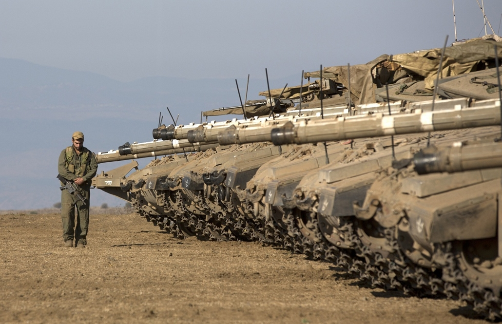 Golán-fennsík: izraeli tankok sorakozója a vitatott területen.  - 7képei