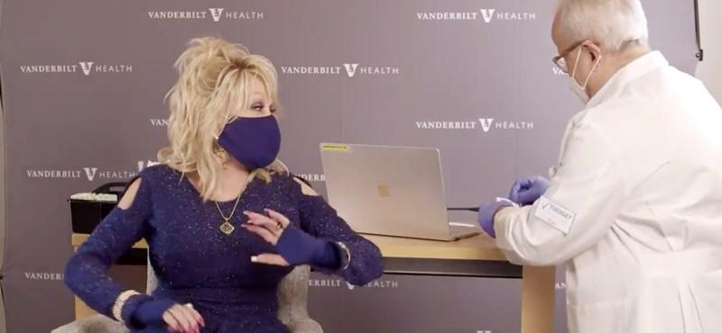 Dolly Parton dalra fakadt attól, hogy beoltják