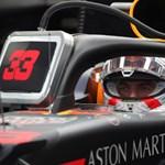 Kijött a videó arról, ahogy a szerelők megmentik Verstappen kocsiját a Magyar Nagydíjon