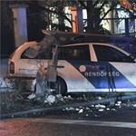 Fotó: Villanyoszlop dőlt egy rendőrautóra egy budapesti hármas karambolban