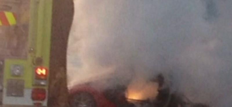 Fának csapódott és kiégett egy Dodge Viper